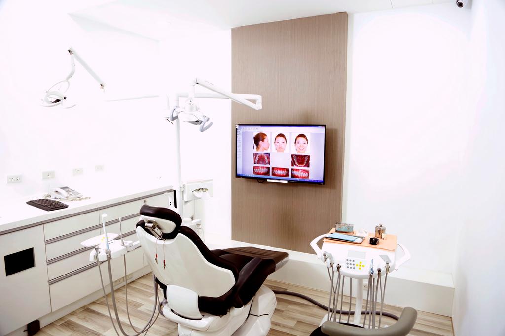 維持器 價格,臉型 齒顎矯正,費用 種類,種類 價錢,不整齊 價錢,費用 拔牙,戴牙套 牙齒矯正,戴牙套 年齡,蛀牙 牙齒,價格 牙套