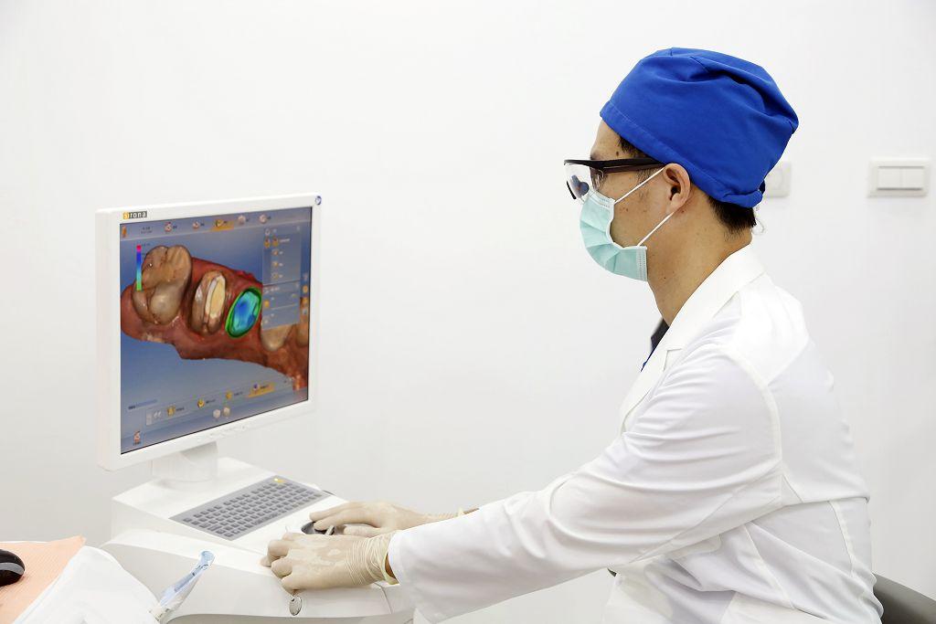 為什麼會有口臭?牙醫師從這三點說明