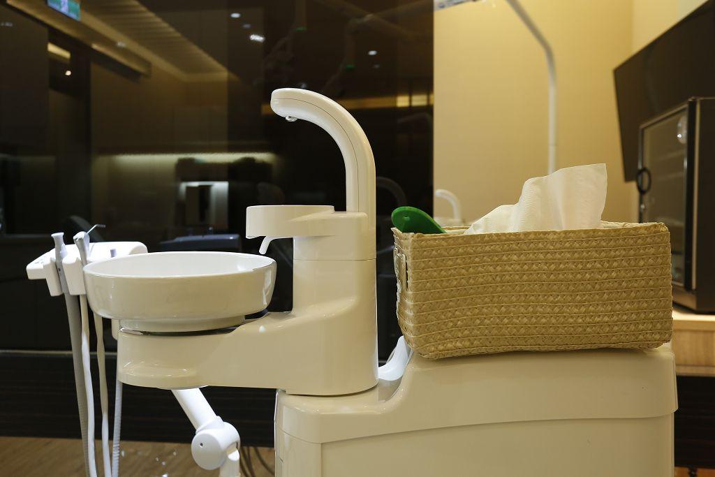 超實用!教你戴牙套刷牙的四步驟,輕鬆保持口腔健康
