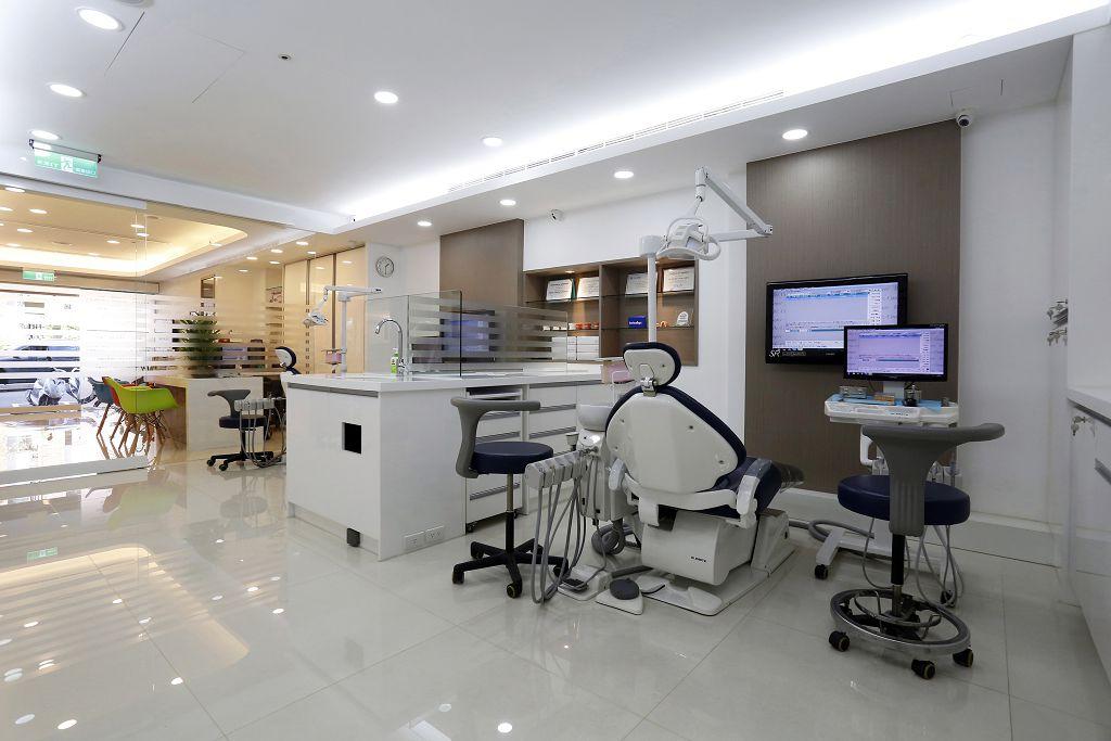 牙齒矯正如何選擇比較好?常見的牙齒矯正器種類介紹