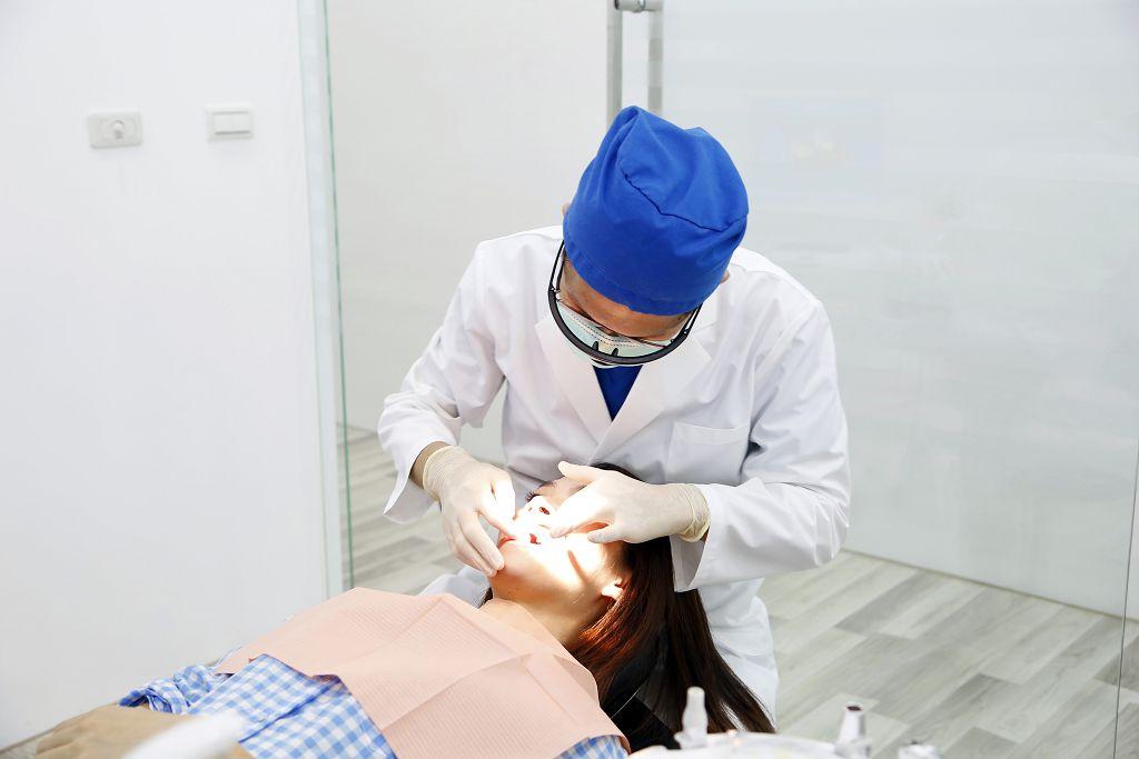 牙齦萎縮 原因