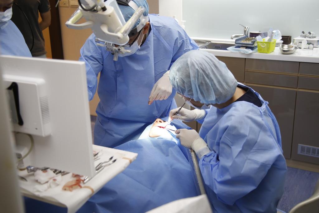 拔牙 補骨,口臭 原因,口臭 拔牙,痛 手術,費用 牙齦萎縮,牙齦發炎 症狀,口臭 牙齦萎縮,預防 手術,補骨 手術,補骨 拔牙
