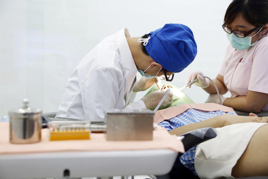 植牙的後遺症有什麼?了解植牙手術的風險判斷須知