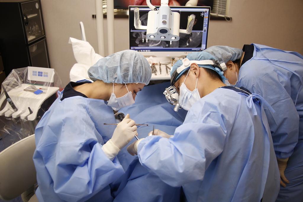 人工植牙的優缺點有哪些?讓專業植牙醫師來解答!